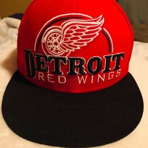 Hat SnapBack Detroit Red Wings NHL Hockey adj NEW